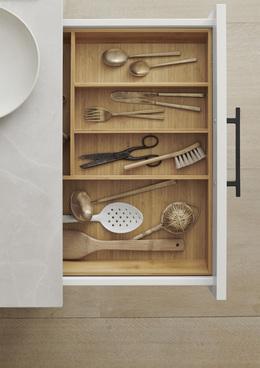 Veda-white-detail06-kitchen-kvik.jpg