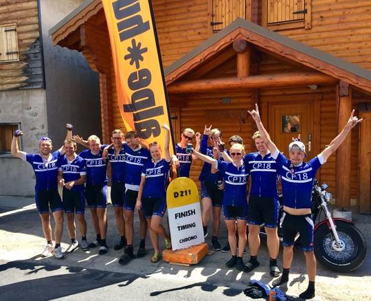 Jobcenter Vejles cykelhold på toppen af Alpe D'Huez
