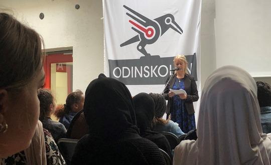 Børn- og ungerådmand Susanne Crawley Larsen holder åbningstale ved første skoledag på Odinskolen