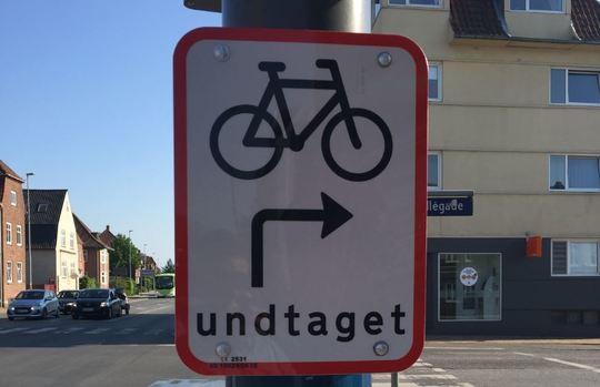 Skilt for højresving til cyklister