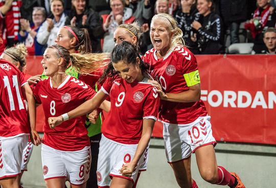 Forhåbentlig kan publikum se frem til jubelscener som disse i EM-kvalifikationskampene på Energi Viborg Arena. / Foto: Anders Kjærbye, dbufoto.dk