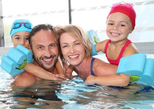 Familie svømmehal.jpg