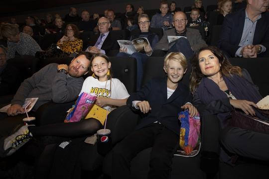 Martin Buch, Ella Testa Kusk, Peter Sejer Winther og Mia Lyhne glædede sig til at se Julemandens datter i biografen. Foto Flemming Jeppesen.