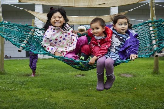 Bulderbys internationale børnegruppe får plads til 20 børn.