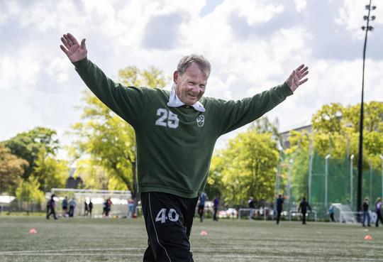Motionsfodbold kan styrke både sundhed og relationer i alle aldre