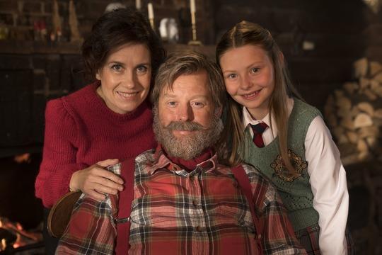 <p>Hovedrollerne, som Julemanden og hans kone i Julemandens datter, bliver spillet af Mia Lyhne og Martin Buch. Deres datter Lucia, bliver spillet af 11-&amp;aring;rige Ella Testa Kusk. Foto Per Arnesen.</p>