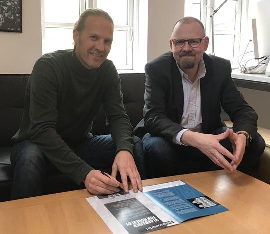 Onsdag den 9. april underskrev direktør for Tinderbox, Flemming Myllerup og Odense Kommunes formand for Sundhedsudvalget, Kasper Ejlertsen en Røgfrit Odense partnerskabsaftale