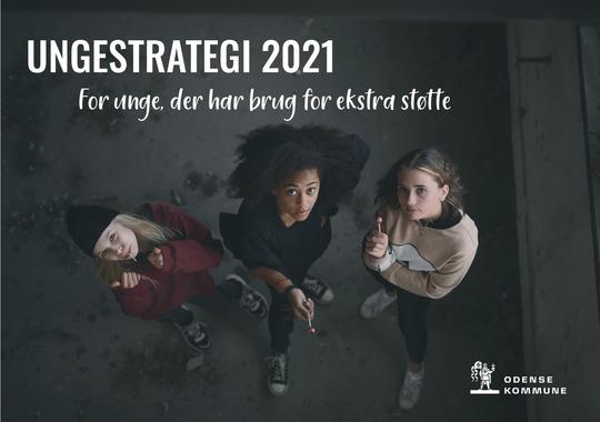 Forsiden af Ungestrategien. Tre unge kigger op. Odense Kommunes logo.