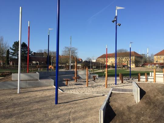 Den nye Cirkusplads er indrettet med manege og cirkusinspirerede legeredskaber