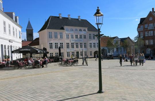 Nytorv har som led i tilgængelighedsprojektet fået ny belægning. Foto: Viborg Kommune.